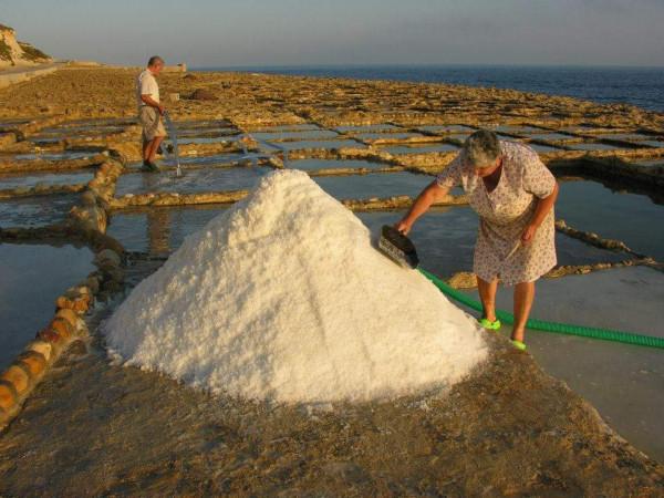 Остров Гозо и солниците: Там, където вековната традиция среща инвестицията от ЕС