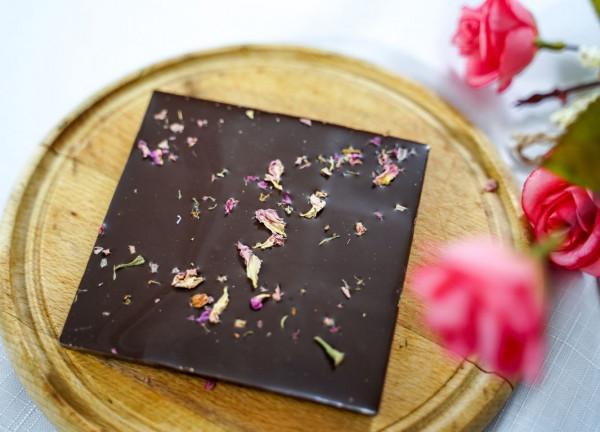 Рози и шоколад: Две сестри превърнаха класиката за Свети Валентин в модерен европроект