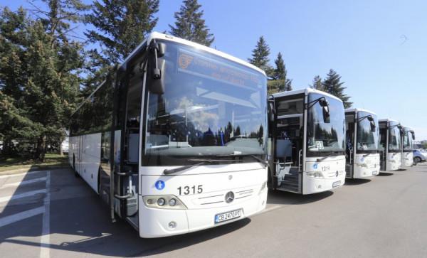 Защо електробусите в София впечатлиха двама млади датчани