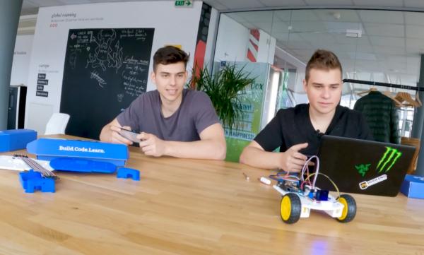 Ученици създадоха стартъп за роботи с евросредства