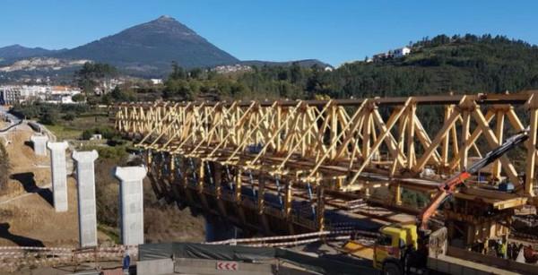 Два града в Испания и Португалия използват реката, която ги разделя, за да създават мостове помежду си
