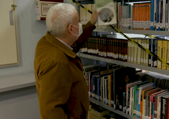 С помощта на книгите доброволци помагат на възрастни хора да преодолеят стреса от пандемията