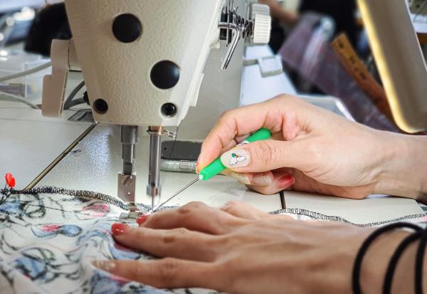 Да създаваш дрехи за хора с увреждания – история за кауза, вяра, сътрудничество и... мода