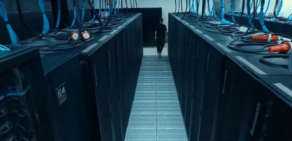 Суперкомпютри разработват лекарство срещу COVID-19 в Болоня